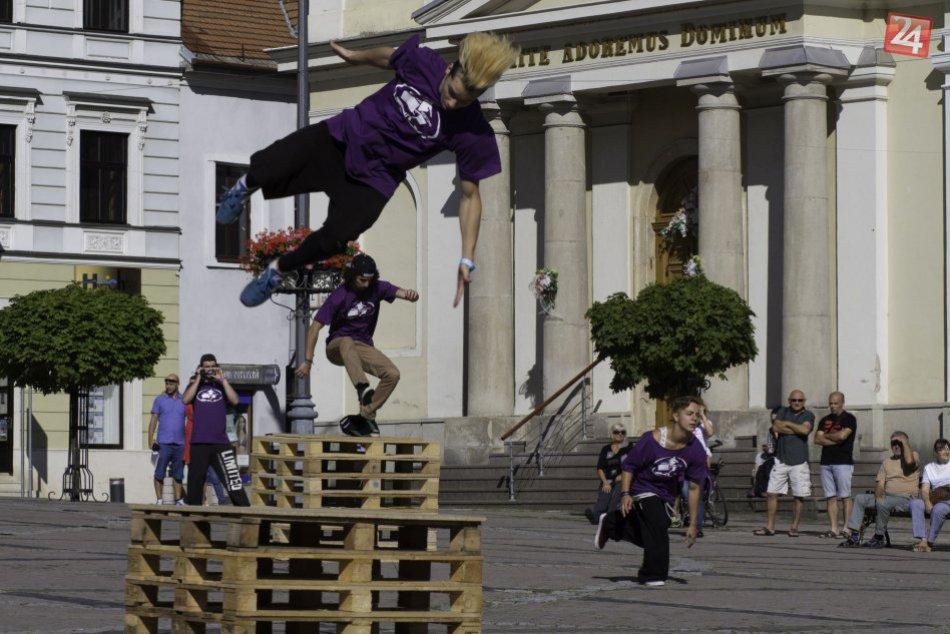 Ilustračný obrázok k článku FOTO a VIDEO: Bystricu ovládnu parkouristi. Ťahákom akcie kráska z Rakúska