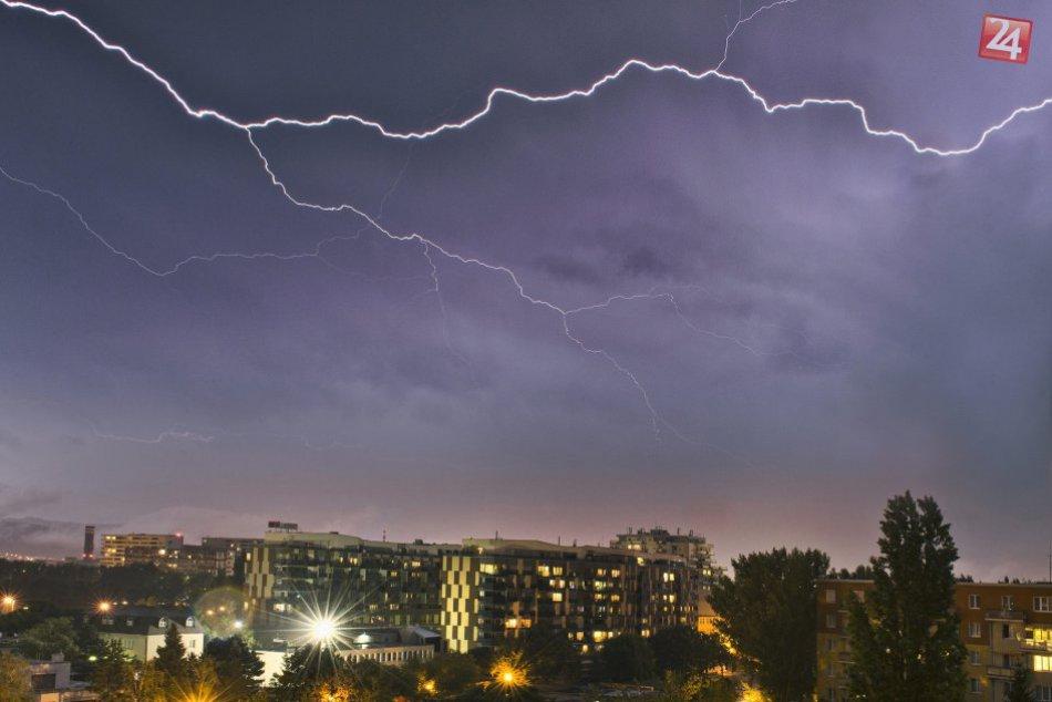 Ilustračný obrázok k článku Pripravte sa na búrky s krúpami. Presné časy, kedy môžu udrieť v Revúckom okrese