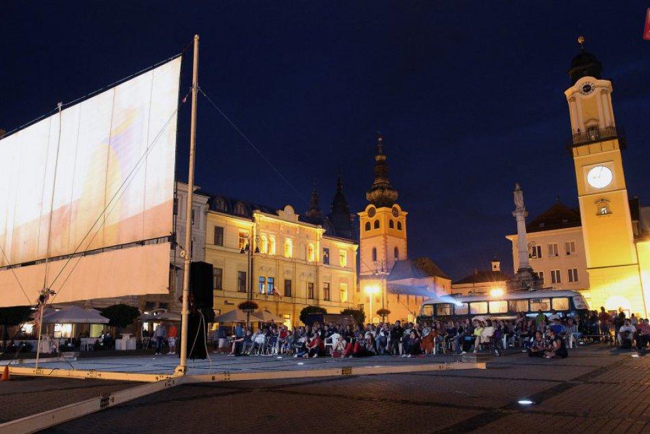 Ilustračný obrázok k článku Kinematograf opäť zavíta do Bystrice: Aké filmy uvidíme pod holým nebom?