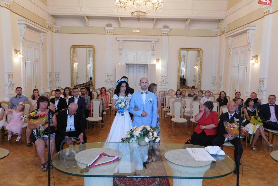 Ilustračný obrázok k článku OBRAZOM: Magický dátum prilákal na radnicu v Spišskej 7 snúbeneckých párov