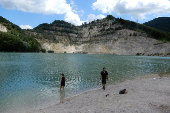 Ilustračný obrázok k článku Nádherná pláž s tyrkysovou vodou neďaleko Mikuláša: Raj aj pre nudistov