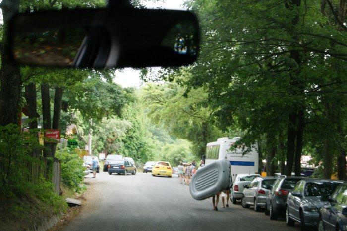Ilustračný obrázok k článku Chaotickému parkovaniu pri tajchu je koniec: Už to však nie je zadarmo