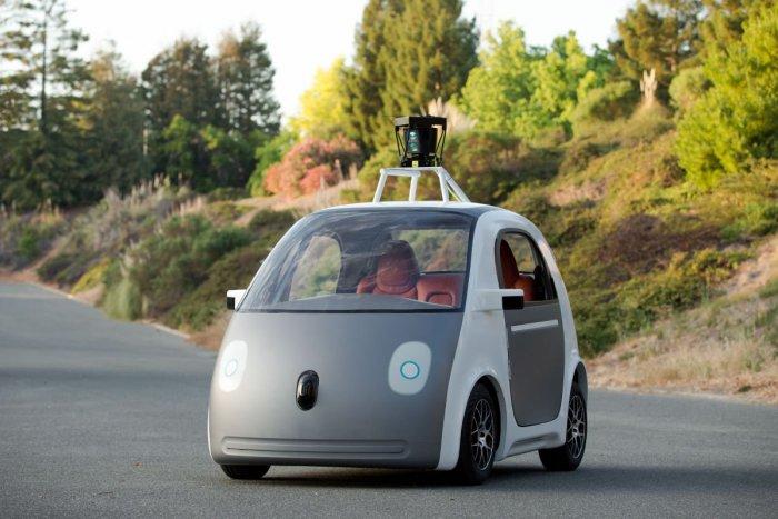 Ilustračný obrázok k článku V Česku by mohli vzniknúť dva špeciálne okruhy: Skúšať by sa tu mali autonómne autá