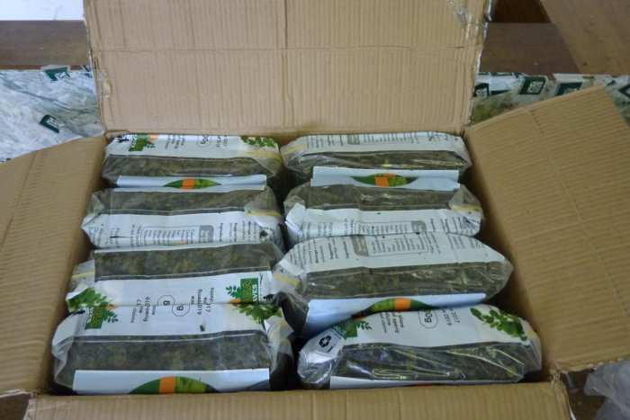 Ilustračný obrázok k článku Zásah ozbrojených kriminalistov: Namiesto čaju našli v balíku 20 kg niečoho úplne iného