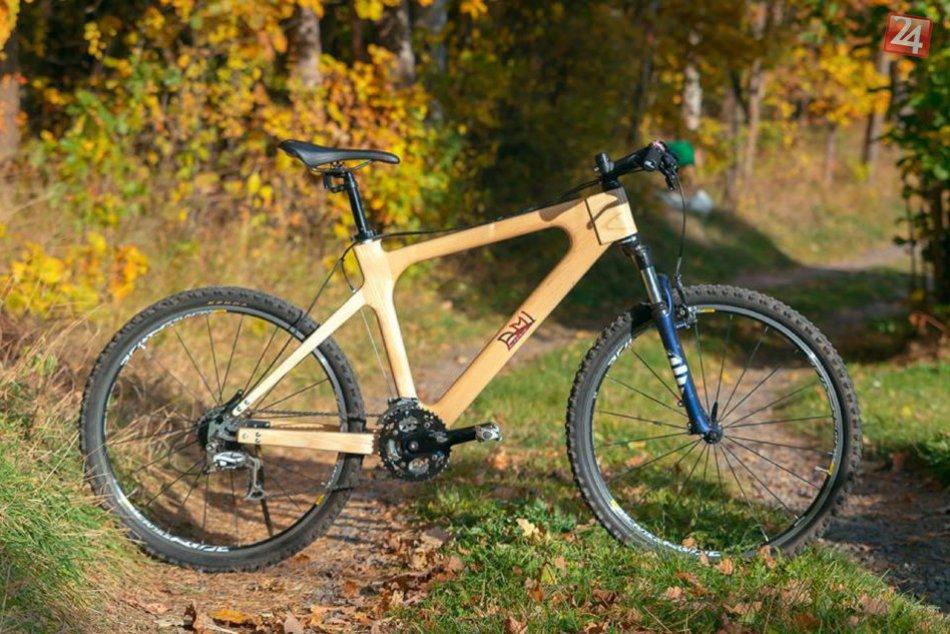 Ilustračný obrázok k článku Michal (23) vyrobil bicykel s dutým dreveným rámom: Dostane sa na slovenský trh?