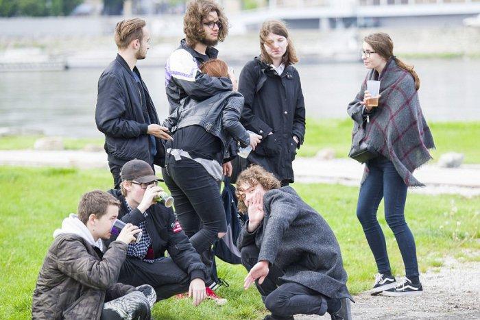 Ilustračný obrázok k článku Životy mladých ovplyvňujú sociálne siete: Politika ich nezaujíma