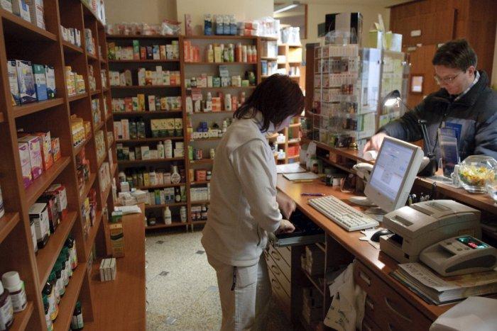 Ilustračný obrázok k článku Drahé lieky môžu nahradiť lacnejšie alternatívy: Pomáhajú šetriť verejné zdroje