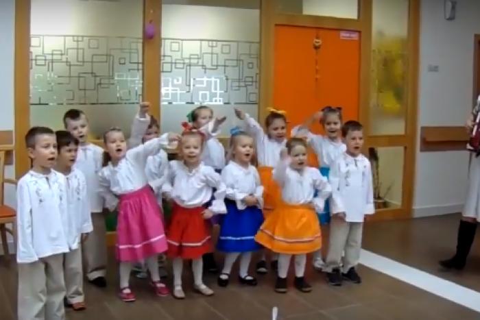 Ilustračný obrázok k článku Podarené VIDEO, ktoré vás dostane: Hej Sokoly v podaní škôlkarov zo Spišskej