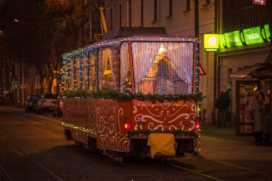 Ilustračný obrázok k článku Kde jazdí najkrajšia vianočná električka v Európe?
