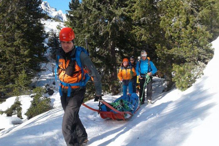 Ilustračný obrázok k článku Úspešná akcia horských záchranárov na Donovaloch: Podarilo sa im oživiť lyžiara