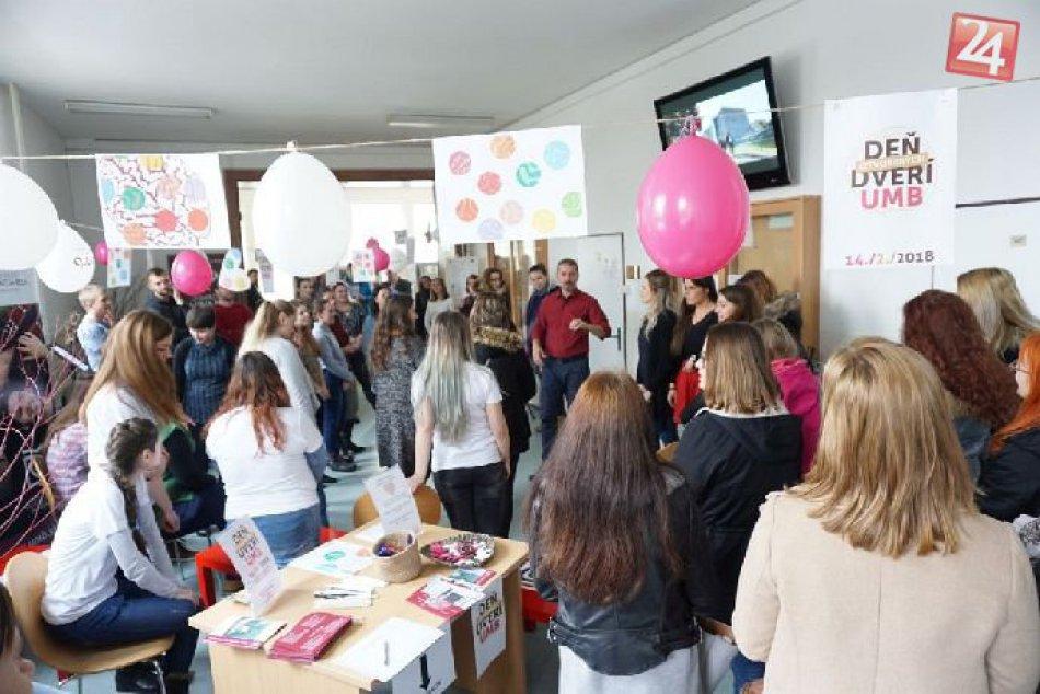 Ilustračný obrázok k článku Valentín na bystrickej UMB: Deň otvorených dverí prilákal takmer 1000 maturantov