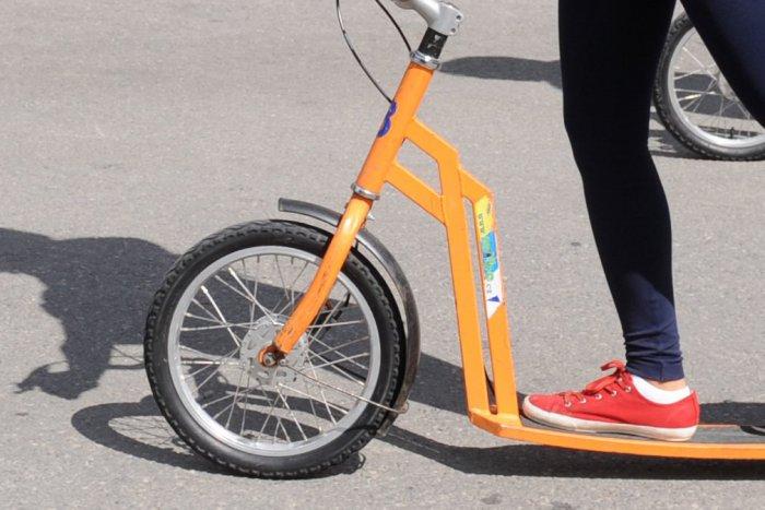Ilustračný obrázok k článku Chystajte bicykle, korčule, kolobežky: Leopoldov pozýva na nočnú jazdu parkom