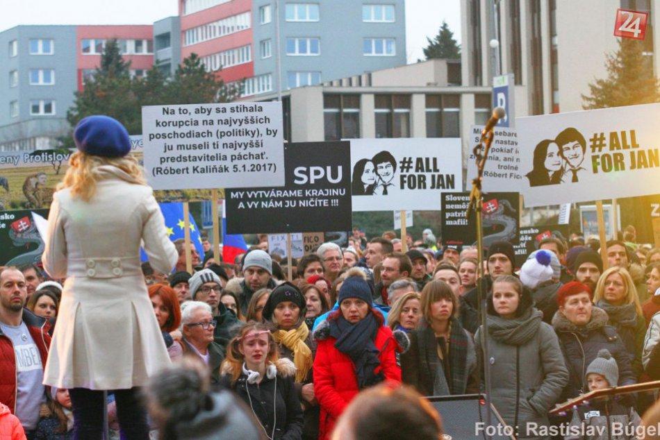 Ilustračný obrázok k článku Nitra bola na nohách: Ľudia vyšli do ulíc za slušné Slovensko, FOTO