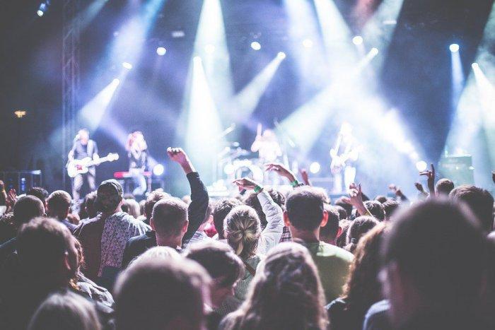 Ilustračný obrázok k článku Miestna kapela, letné kino a detské predstavenie: TOP udalosti na víkend v Spišskej
