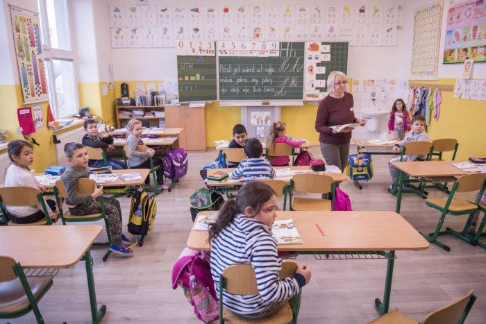 Ilustračný obrázok k článku Bystrická škola zháňa posilu: TU sú podrobnosti pre záujemcov