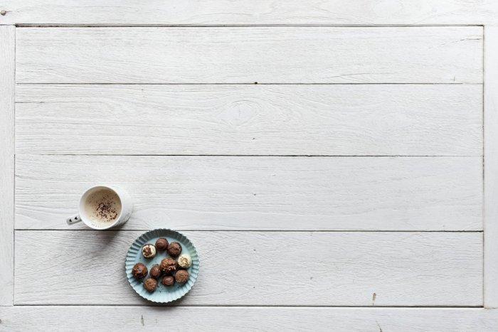 Ilustračný obrázok k článku Zdravé a navyše chutné: Orieškové guľky s čokoládou, vločkami a kokosom