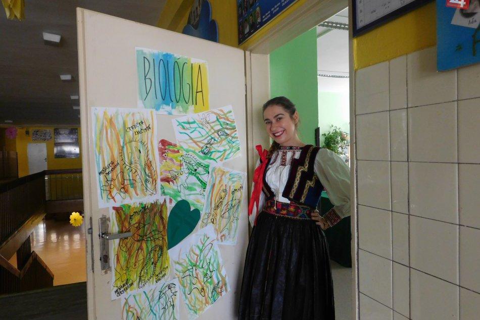 Ilustračný obrázok k článku Výnimočná chvíľa, výnimočný outfit: Anička prišla v Spišskej maturovať v kroji, FOTO