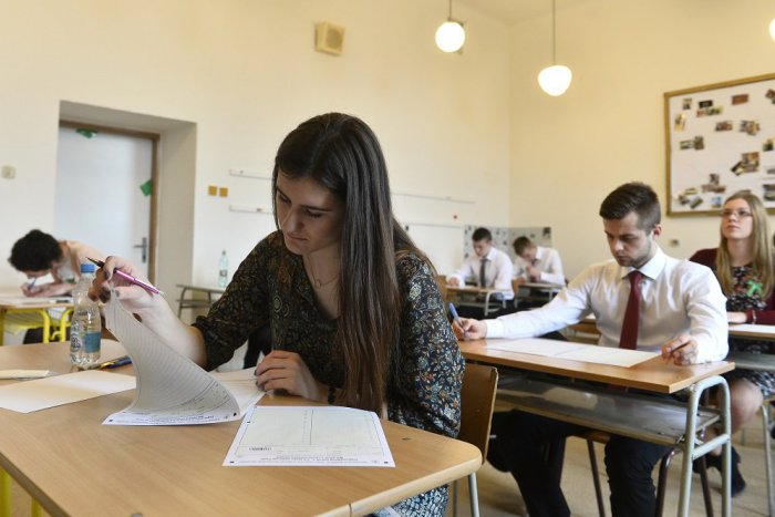 Ilustračný obrázok k článku Skúšky dospelosti na školách v Revúckom okrese: Takto dopadli externé maturity