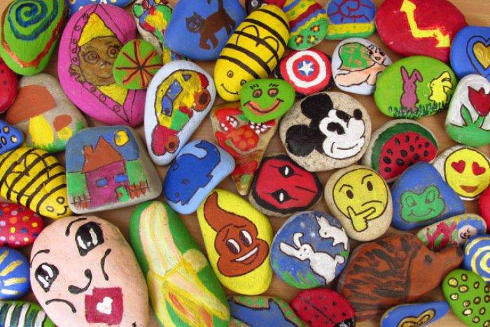 Ilustračný obrázok k článku Z Dúbravky sa šíria farebné kamene