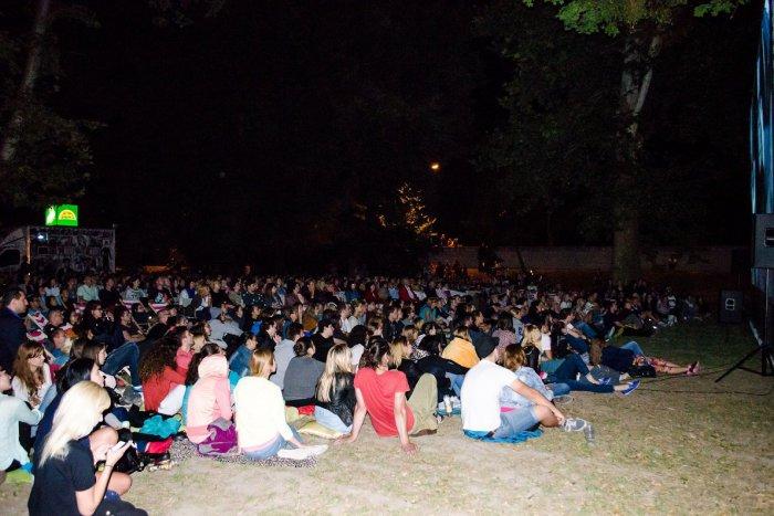 Ilustračný obrázok k článku Letné kino budú mať aj Dúbravčania. Premietanie začína už 6. júla!