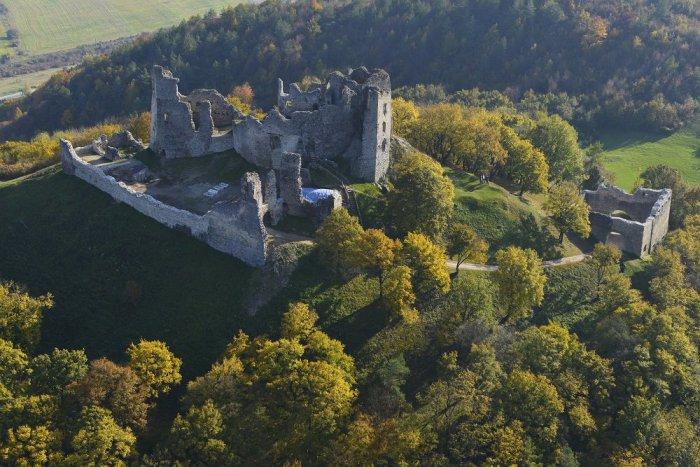 Ilustračný obrázok k článku Brekovský hrad odhaľuje svoje tajomstvá: To, čo tam našli, mení zaužívané poznatky!