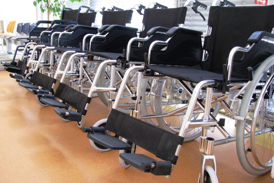 Ilustračný obrázok k článku Kuriózna nehoda: Muž na invalidnom vozíku vážne zranil dôchodkyňu