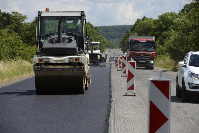 Ilustračný obrázok k článku Kraj získal na rekonštrukcie ciest 33 miliónov eur. Kde sa opráv dočkajú ako prví?