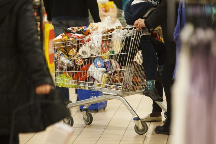 Ilustračný obrázok k článku Fiľakovčan nakupoval za cudzie: Takto prišla dôchodkyňa v Brezne o peniaze