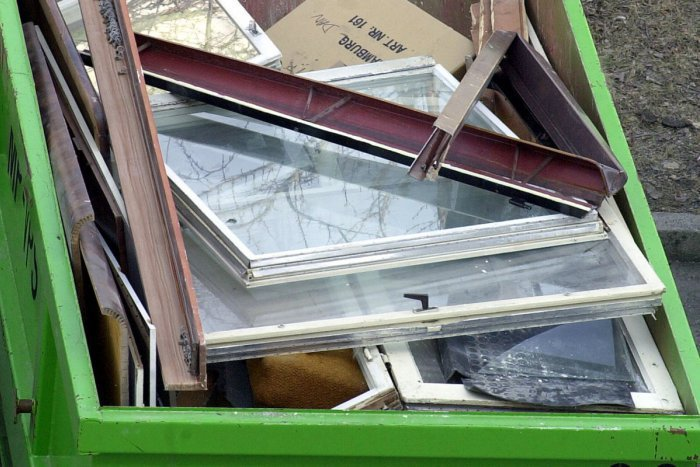 Ilustračný obrázok k článku Jarné upratovanie so zmenou: Pred rodinné domy kontajnery nepristavia
