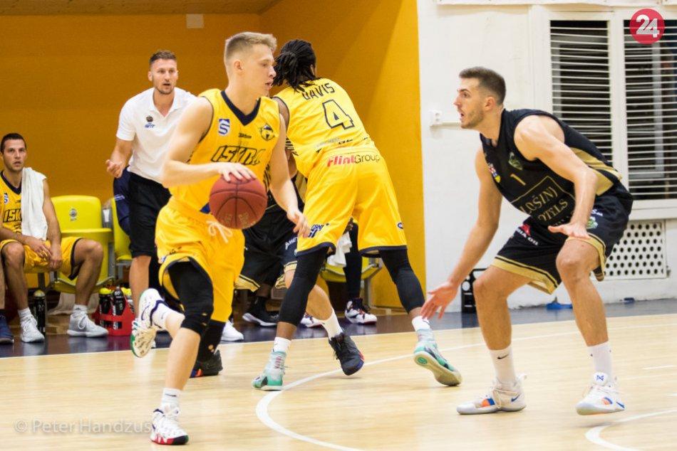 Ilustračný obrázok k článku Svit po letnej prestávke ožil basketbalom: O Baťov pohár bojovali štyri tímy
