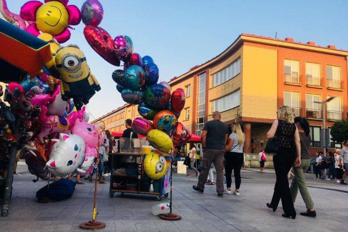 Ilustračný obrázok k článku FOTO: Obľúbený jarmok v plnom prúde. Akcia roka zapĺňa centrum Zvolena