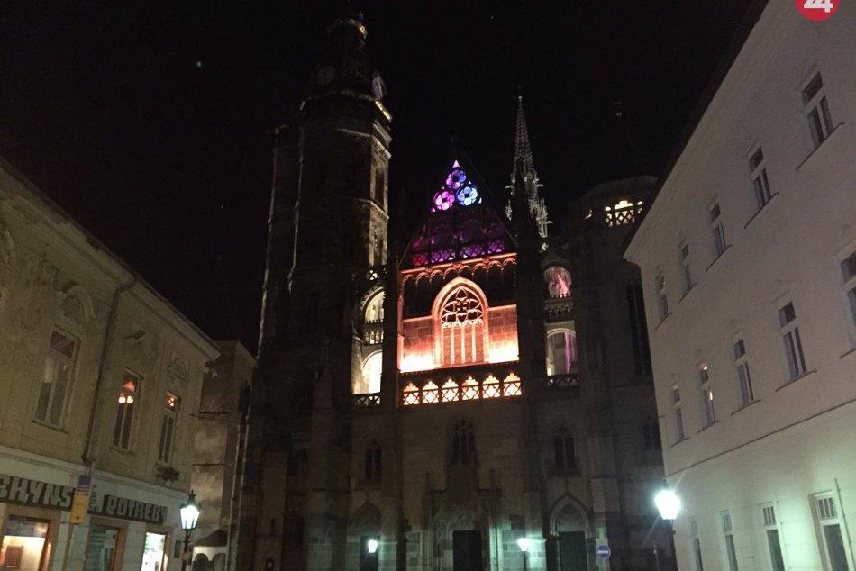 Ilustračný obrázok k článku Katedrály v Košiciach a Prešove sa symbolicky zahalia do červeného svetla