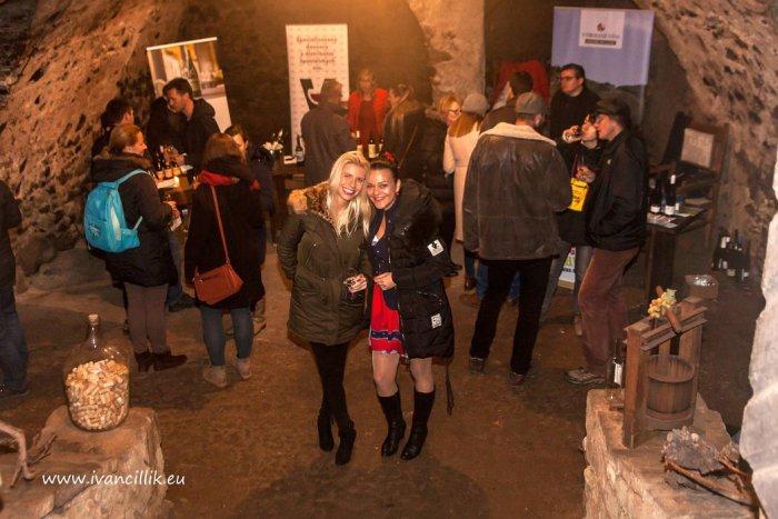 Ilustračný obrázok k článku Ochutnávky v tajomnom podzemí a omnoho viac: HRÁME O LÍSTKY na Kremnickú slávnosť vína!