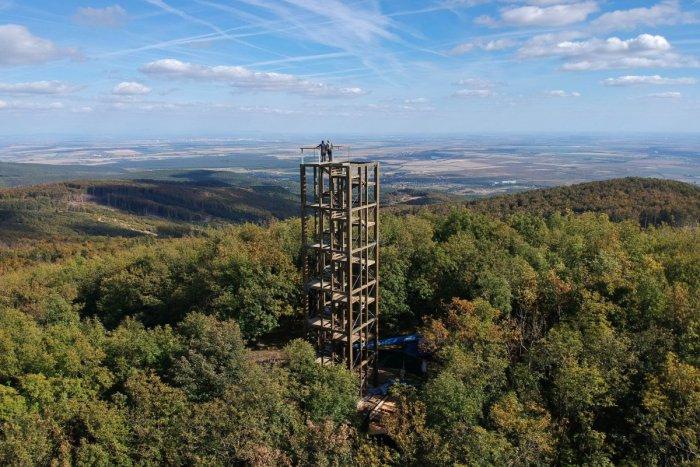 Ilustračný obrázok k článku FOTO: Rozhľadňa na Veľkej Homoli rastie do výšky. Už onedlho ponúkne famózny výhľad