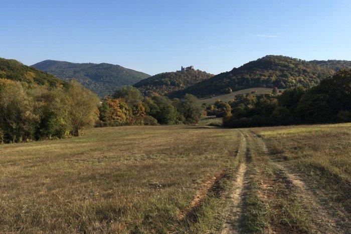 Ilustračný obrázok k článku Vydajte sa novým turistickým chodníkom: Okolie hradu Brekov skrýva viacero zaujímavostí!