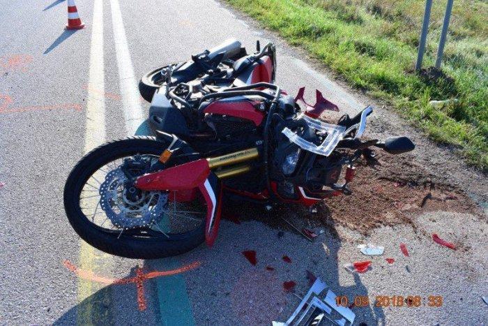 Ilustračný obrázok k článku Zrážka auta s motorkárom v Tepličke nad Váhom: Polícia žiada svedkov o pomoc
