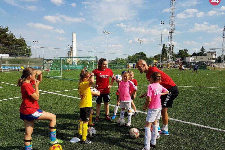 Ilustračný obrázok k článku FOTO: Katke z Čečejoviec učaroval futbal, po aktívnej kariére sa rozhodla trénovať deti