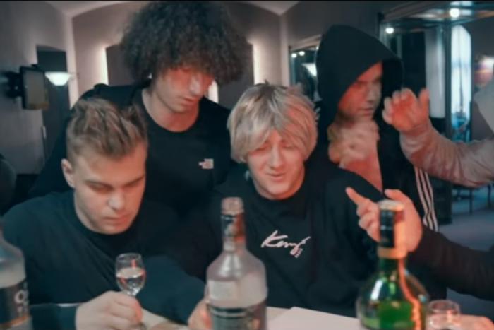 Ilustračný obrázok k článku VIDEO: Partia Košičanov natočila filmový trailer v kauze futbalistov: 7 statočne ožratých je hitom internetu!