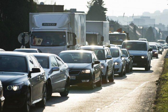 Ilustračný obrázok k článku Divoké ráno na cestách: Kolóny sa tvoria na viacerých miestach