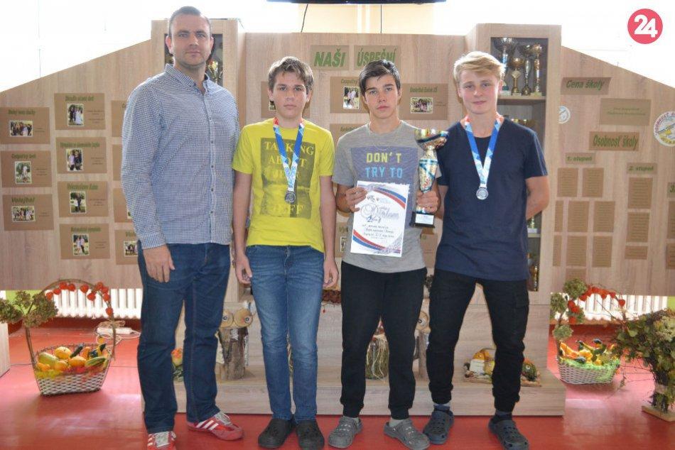 Ilustračný obrázok k článku Mladí Revúčania sa parádne predviedli. Na majstrovstvách Slovenska vybojovali striebro