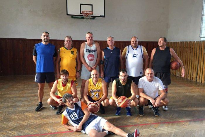 Ilustračný obrázok k článku OldBoys vs. Fešáci: Žiarski basketbaloví bardi sa stretli na priateľskom turnaji, FOTO