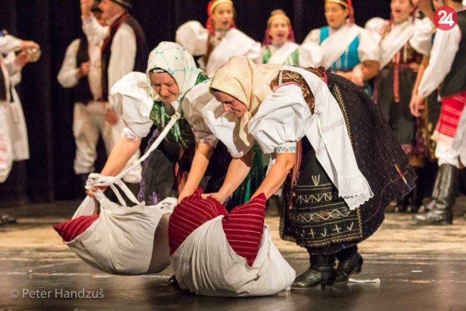 Ilustračný obrázok k článku Folklór stále žije a bude žiť aj naďalej: Ako sa zachovala pod Tatrami svadba?