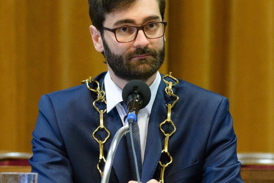 Ilustračný obrázok k článku Mesačný plat novozvoleného primátora Nitry: TÚTO sumu si Marek Hattas pripíše na účet
