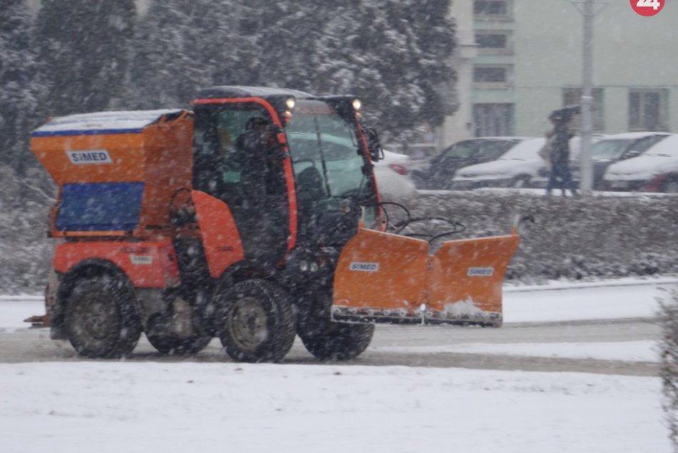 Ilustračný obrázok k článku Zima klope na dvere: Technické služby zverejnili plán zimnej údržby, ktoré lokality sú prioritou?