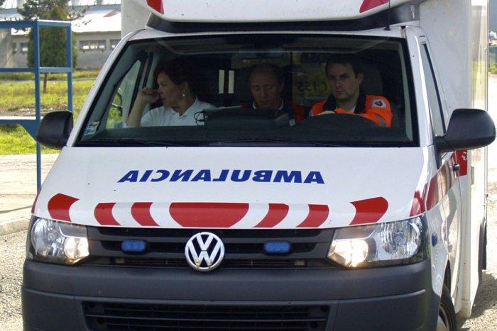 Ilustračný obrázok k článku Čelná zrážka auta a nákladiaka na Kysuciach: Vodiča museli vyslobodzovať hasiči