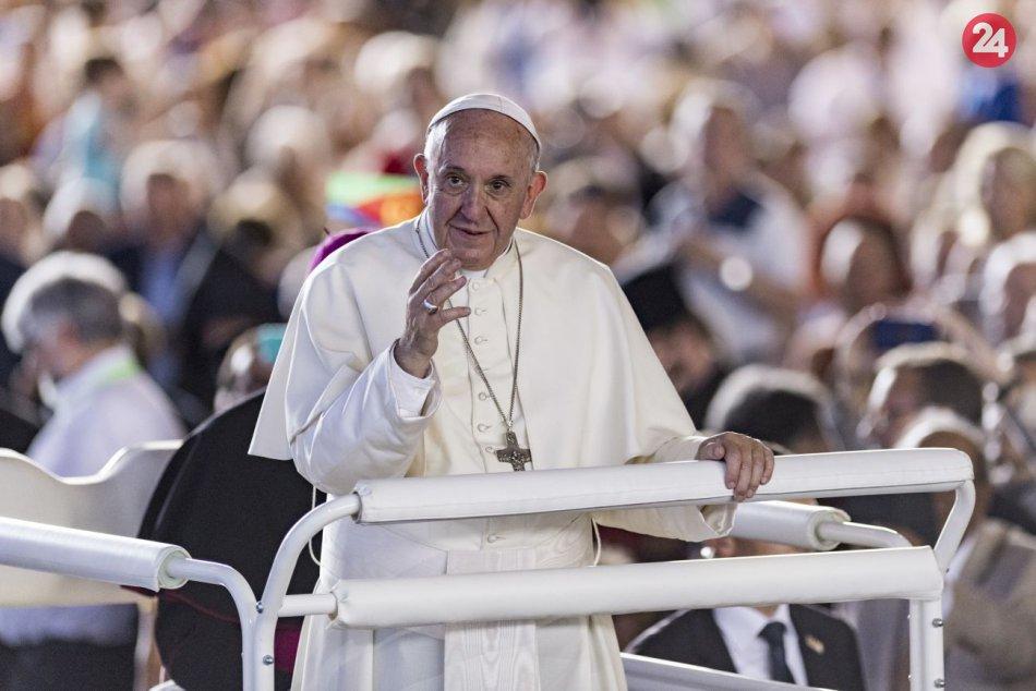 Ilustračný obrázok k článku ZO ZÁKULISIA návštevy pápeža: Na čo všetko dohliada ochranka a ako prepravujú PAPAMOBIL?