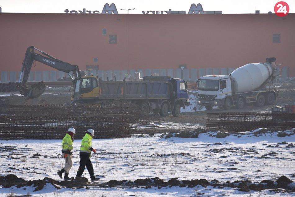 Ilustračný obrázok k článku FOTO: Na výstavbe futbalovej arény v Košiciach sa pilne pracuje