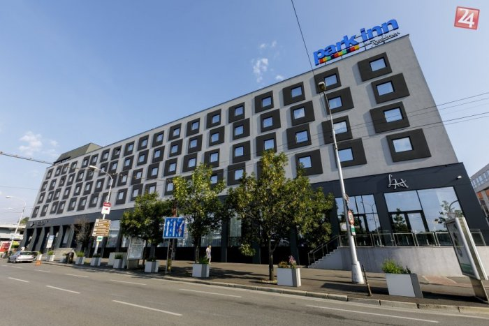 Ilustračný obrázok k článku Hotel na nábreží bude skolaudovaný. Neskolaudovaná naďalej zostáva kritizovaná fasáda