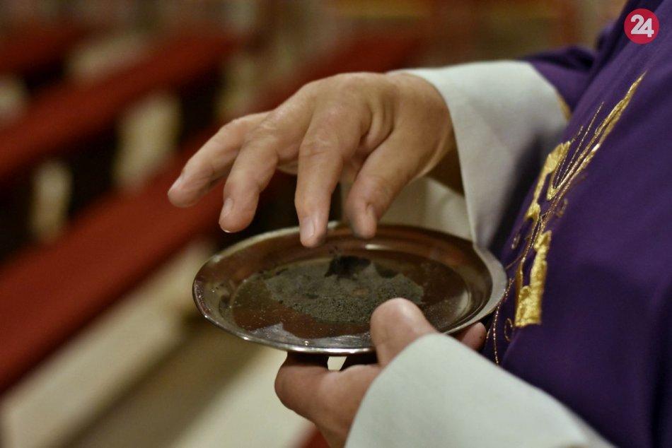 Ilustračný obrázok k článku Škandál v cirkvi! Kňazi figurujú takmer v tretine prípadov zneužívania detí
