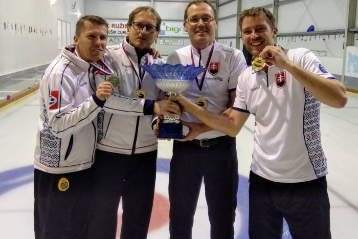 Ilustračný obrázok k článku Pitoňákovci z Popradu opäť majstri Slovenska v curlingu: Pod Tatry priviezli už deviaty titul